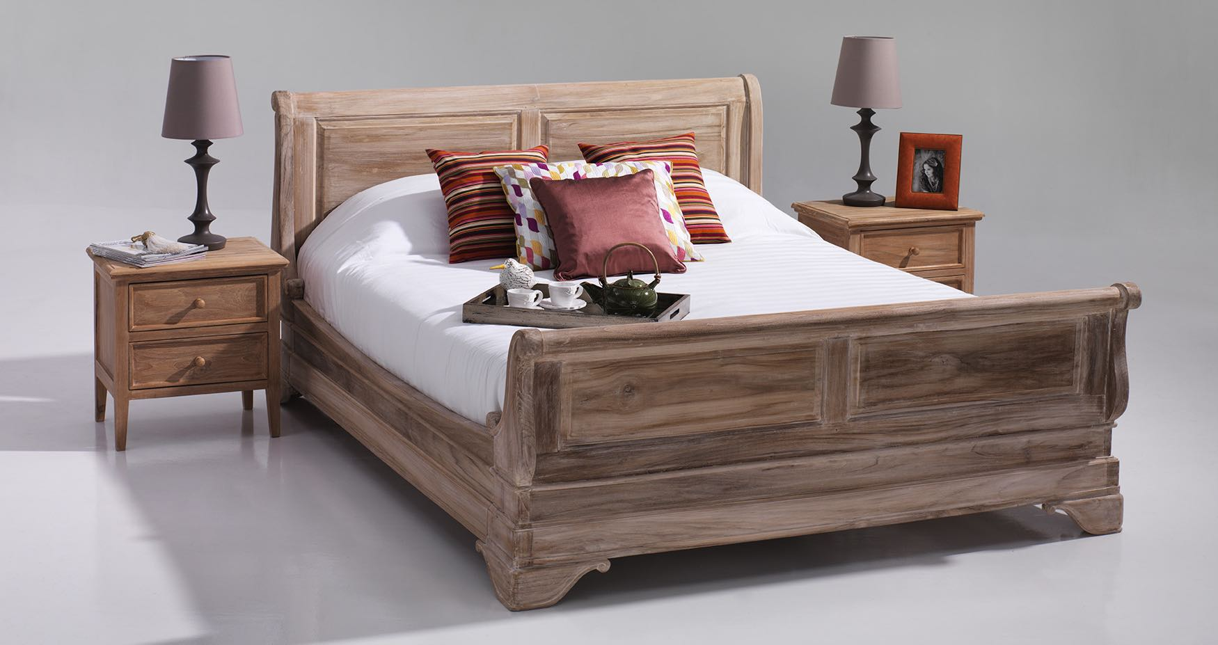 Solid Wood Sleigh Bed  Quality bedroom furniture dubai