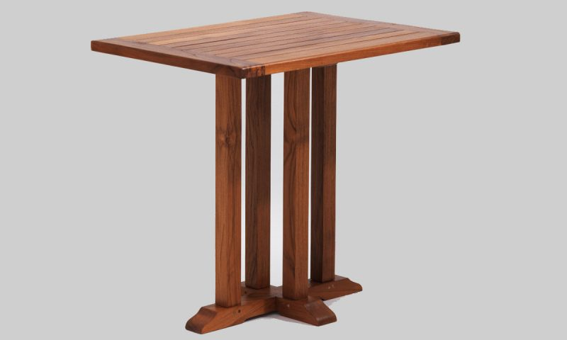 New England Square table outdoor