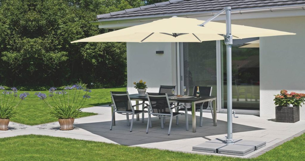 Sunflex cantilever umbrella in the Garden