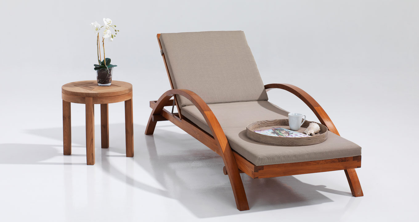 Hilton-lounger-with-side-table
